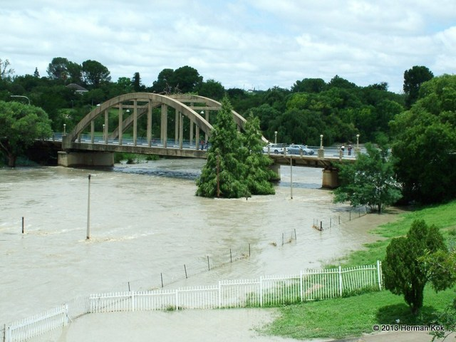 Sarel Cilliers bridge during flood