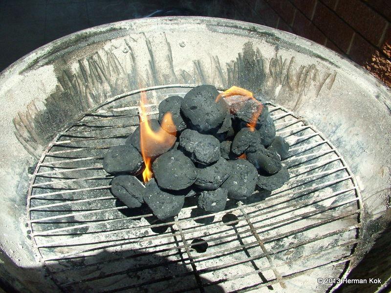 Coal fire in kettle braai
